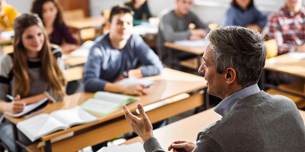 skolotāji un studenti